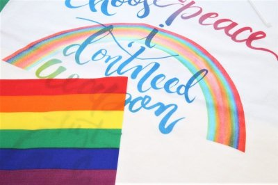 画像1: Love&Peace【愛と平和】レインボー文字×ラメ虹Tシャツ
